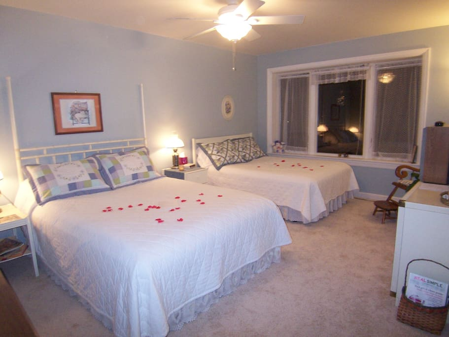 Peace suite - Queen and double beds. Large 2 person shower ensuite.