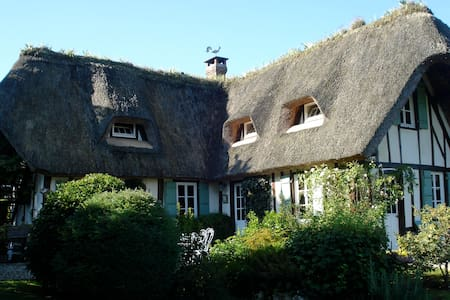 Thatched Cottage on the Seine - Talo