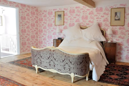 Quirky Suffolk cottage -w/chair acc - Peasenhall