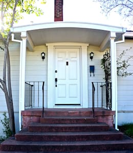 Quiet 1 bedroom in old town Redding - Hus