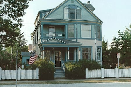 Victorian Inn North Rm New Buffalo - Bed & Breakfast