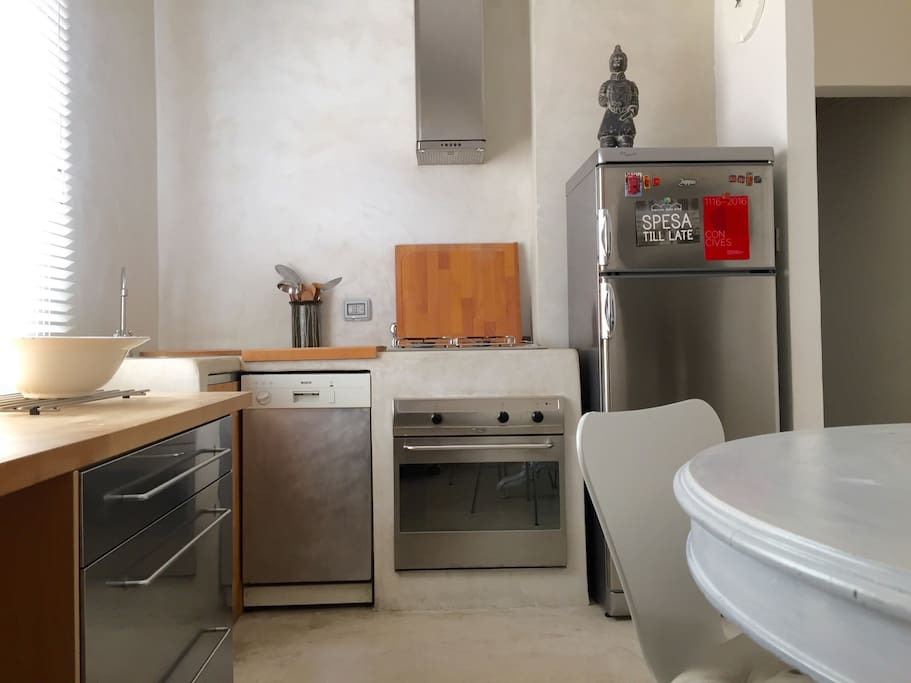 Fully equipped with dishwasher, cooker, oven...