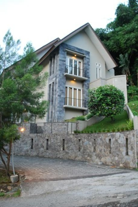 The front look of VIlla Babeh, Nice and minimalist Villa to accommodate your stay in Bandung.