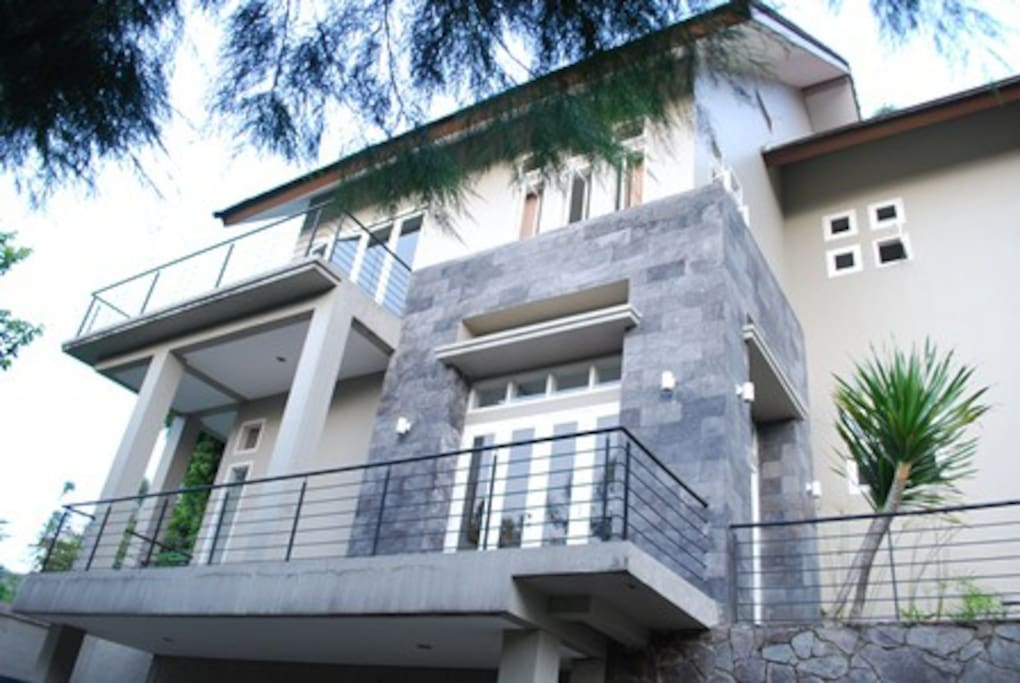 Side Look that has a balcony to view the great scenery.