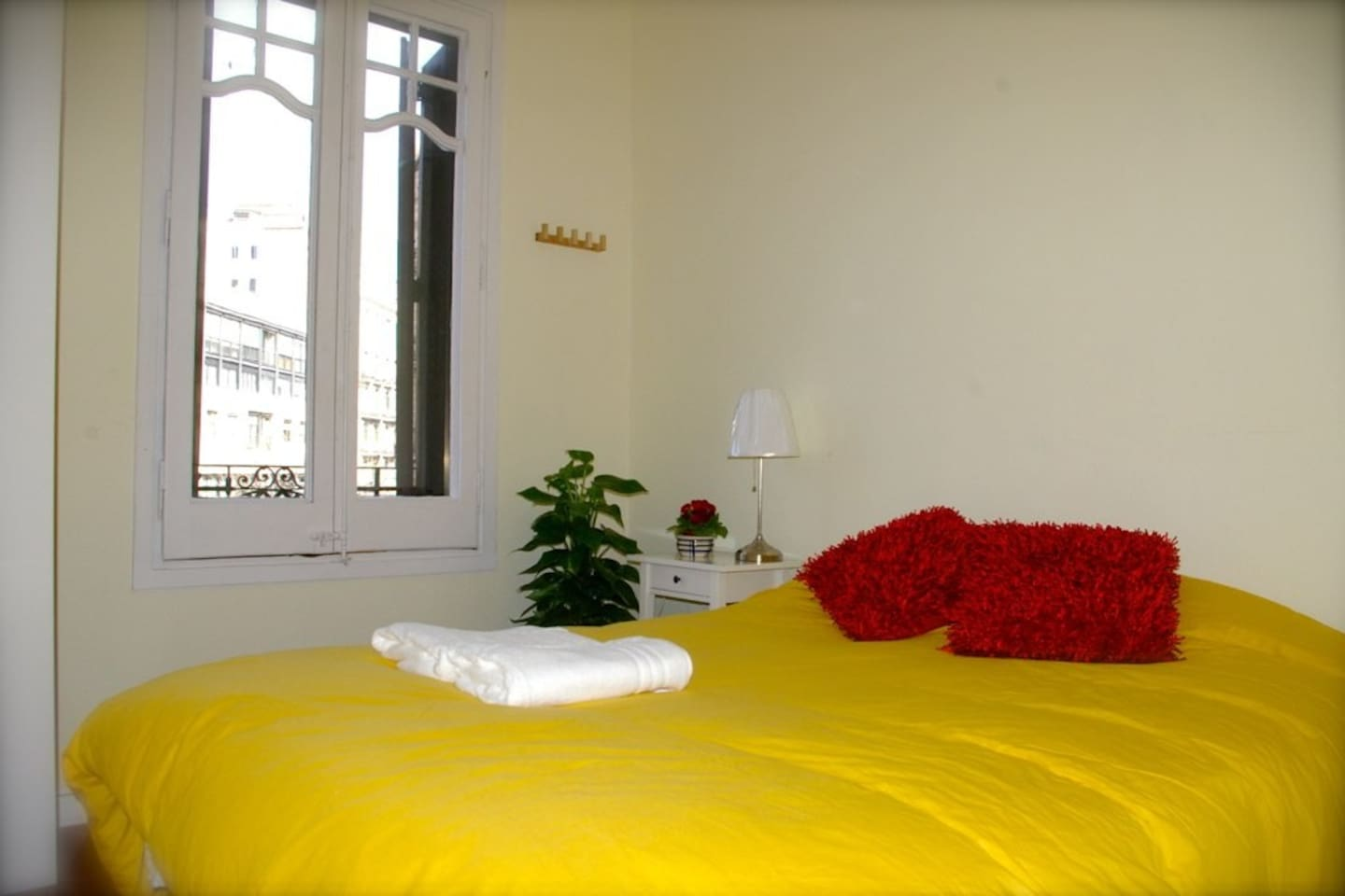 Cozy double in central Eixample BCN