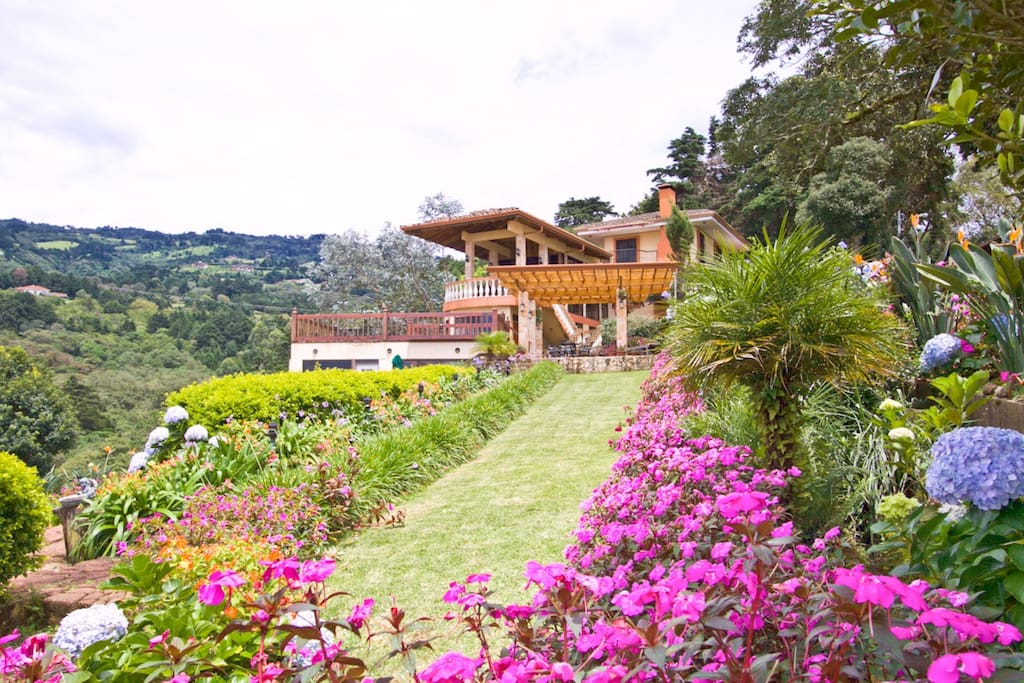 Finca Paraiso Mountain Retreat, a place for honeymooners