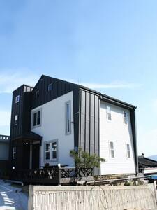[강릉시] 야경이 보이는 3층 모던 하우스 - Casa