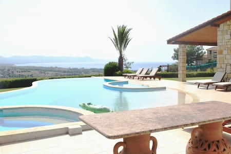Stunning 6 Bedroom Villa With Amazing Sea Views - Villa