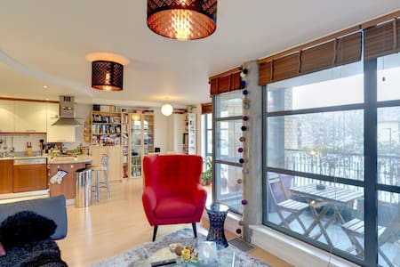 Spacious, sunny flat in trendy area