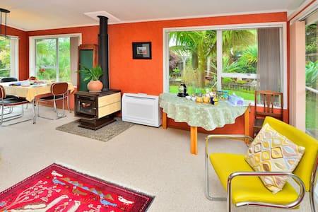 Garden Retreat - a 3 bedroom Home  - Auckland
