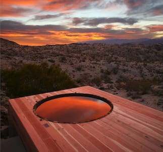 Joshua Tree Green Haus /w Hot Tub - Yucca Valley - Haus
