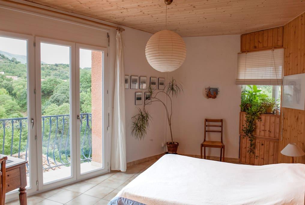 Chambre sud avec balcon