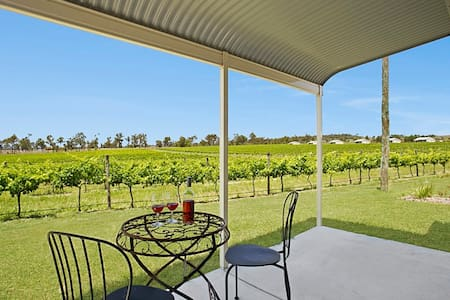 Small home located on vineyard 2 bed/2bath AIRCON - Peak Crossing