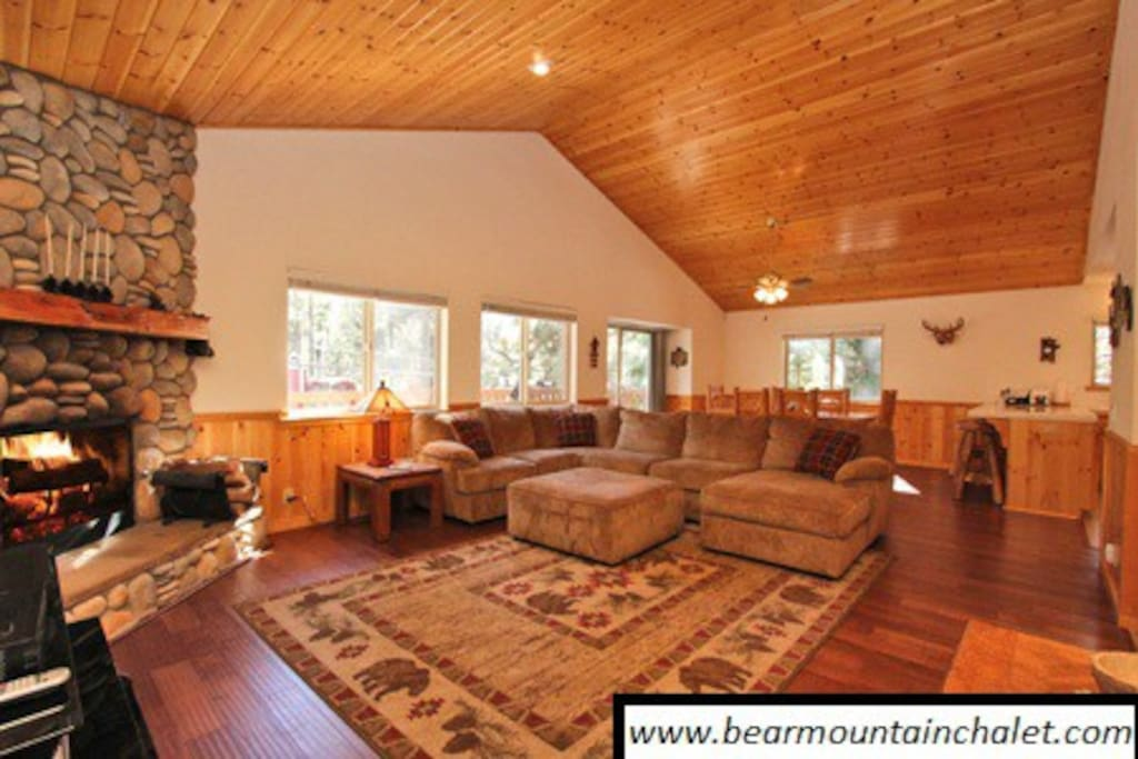 Luxury cabin fun game room cabins for rent in big for Big game room