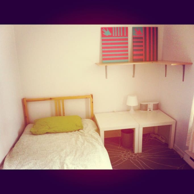 this is the room, warm, bright, there's a closet for you to hang your clothes!