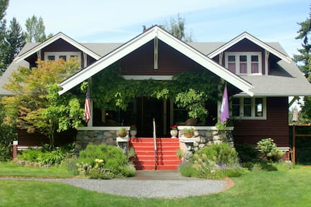 Romantic Bungalow B&B, Organic Bkfst, Queen PVT Ba - Eastsound