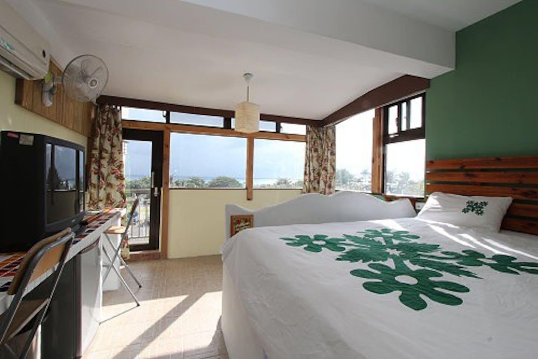 Sea View Room for 2-P ( Maui room,one king size with balcony ) 面海2人房(茂宜房,1 張king szie 床,有大陽台)