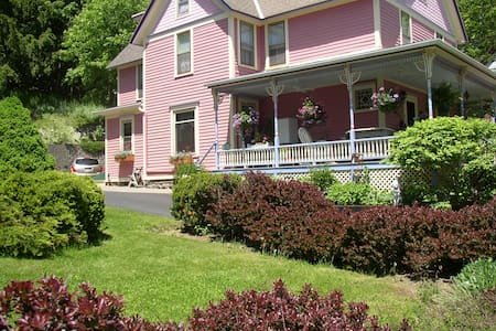 Rose and Thistle Bed and Breakfast - Cooperstown