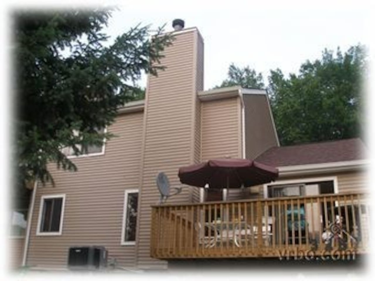 Spacious Townhome Across from Lake