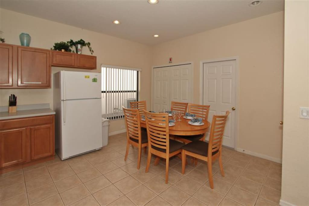 Kitchen Eating Area for 6 People