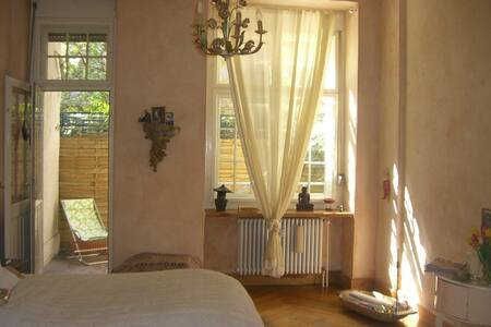 BEAUTIFUL COUNTRY HOME NEAR KUDAMM - Berlin - Apartment