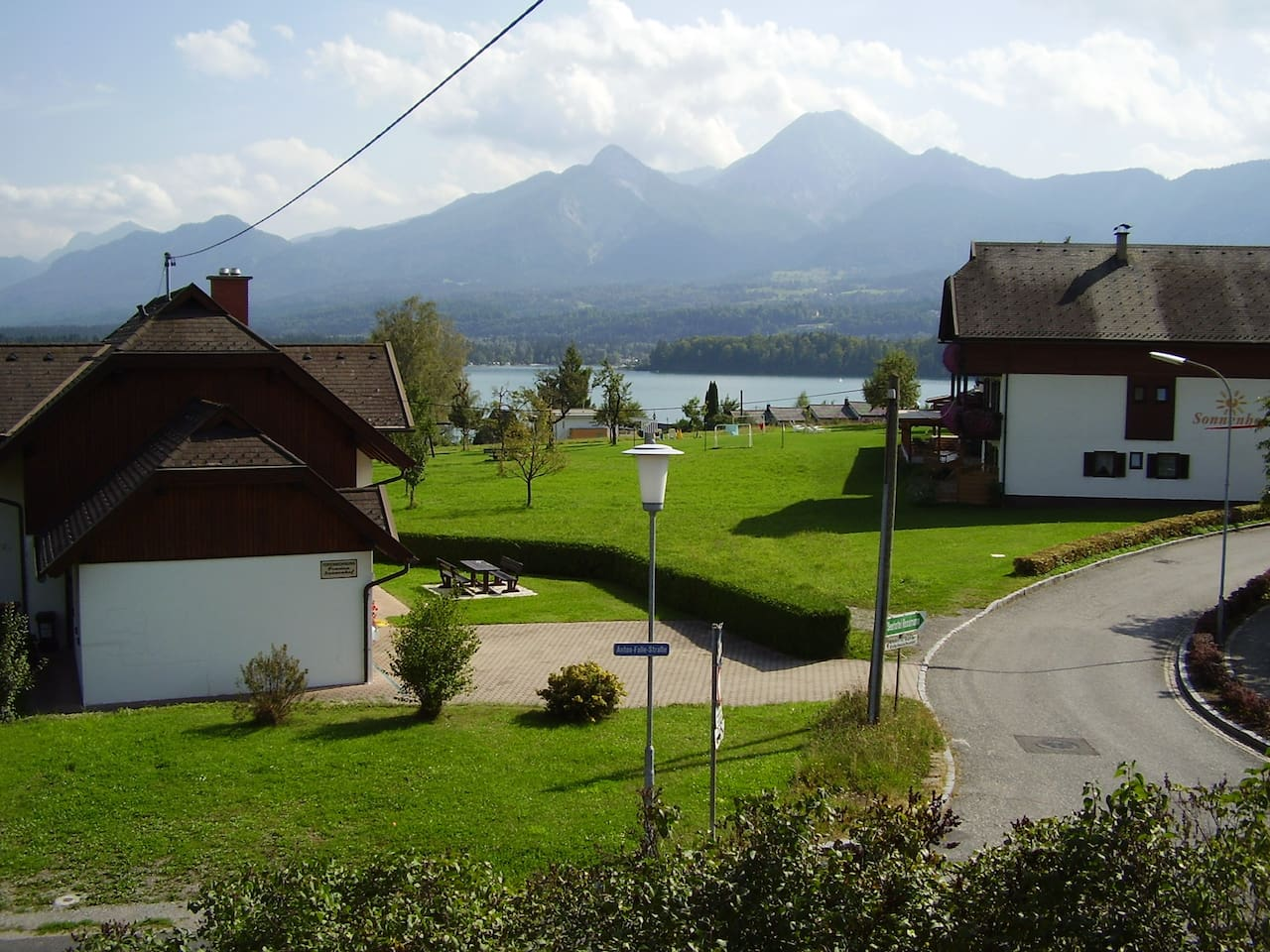 Ausblick vom Haus zum See und Berge