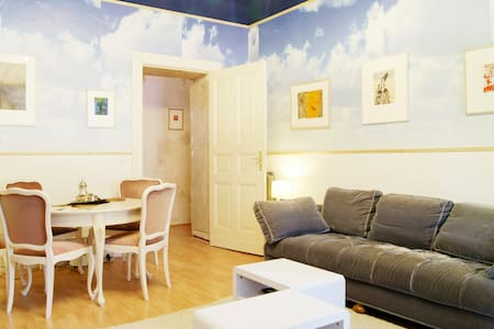 1 Room in Berlin Center with Artist - Berlin - Apartment