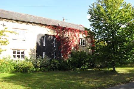 Barn Cottage, try village life! - Elton - Bed & Breakfast