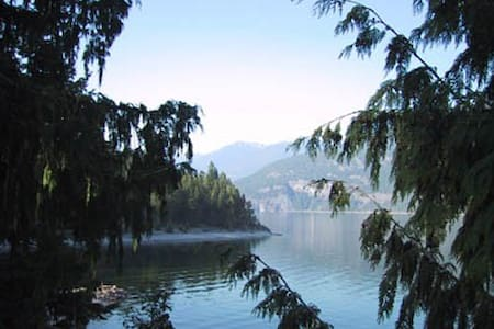 Panorama Cottage on Kootenay Lake near Kaslo - Kaslo - Cabin