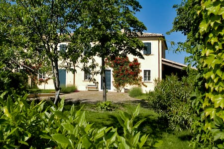 Casa Ezelina Bed and Breakfast - Province of Pesaro and Urbino - Bed & Breakfast
