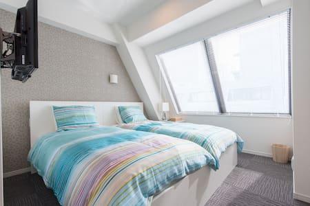 Top floor New Bright apt 2 min from sta w. wifi! - Minato-ku