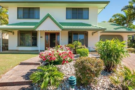 Falcon Street Retreat, Cairns,Queensland - House