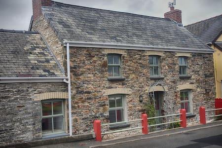 Cosy Preseli cottage in Pembrokeshire! - Hermon - House
