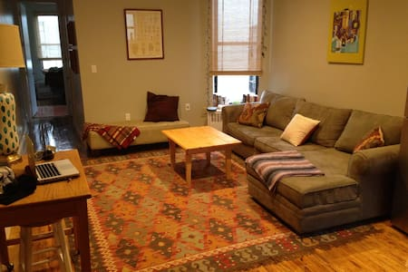 Cozy Crown Heights Castle! - Brooklyn - Apartment