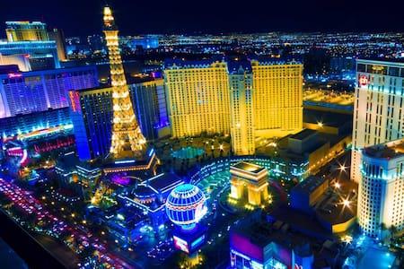 CIRCLE BED SUITE 2Miles FROM STRIP! - Las Vegas - Casa