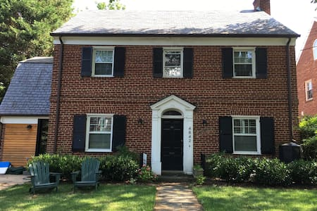 Large family home in American University Park - Washington - Huis