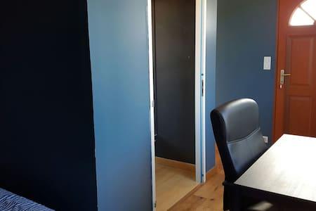Chambre avec porte d'entrée séparée - Villa