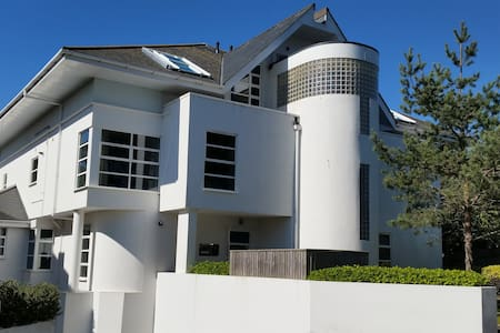 Contemporary 3 bedroomed apartment on Sandbanks - Apartemen