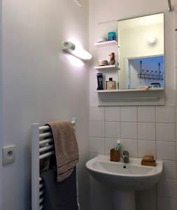 Petit appartement, 16ème, 5ème étage, Arrière-cour - Paris