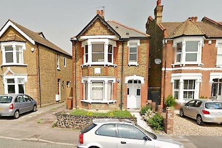 Double room in Victorian Home - Sidcup