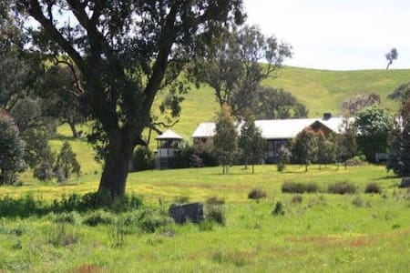 Charming self-contained hideaway - Mansfield
