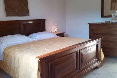 Camera Matrimoniale Luminosa - Santonuovo - House