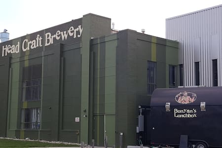 Private Bed & Bath Across from Dogfish Brewery! - Lyxvåning