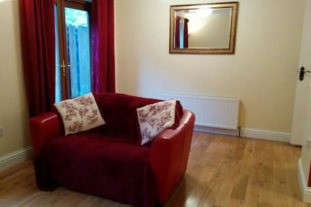 Cosy 2 bed ground floor apartment - Apartment