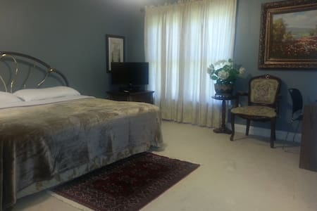 2-large Rms 1-Full Bath 2-vanities in Private Area - Gainesville - Andere