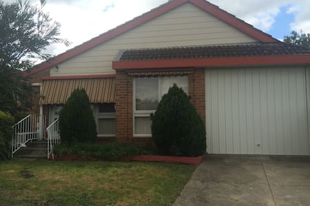 Newly Renovated 2BD unit - Glenroy - Casa
