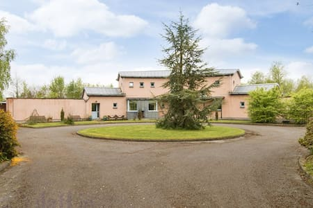 Family/Group. 45 Min Airport. 1hr City center. - Meath - House