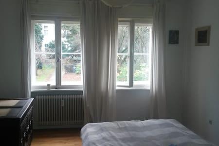 Ruhige Hochparterre Wohnung, 70 m² - Apartamento