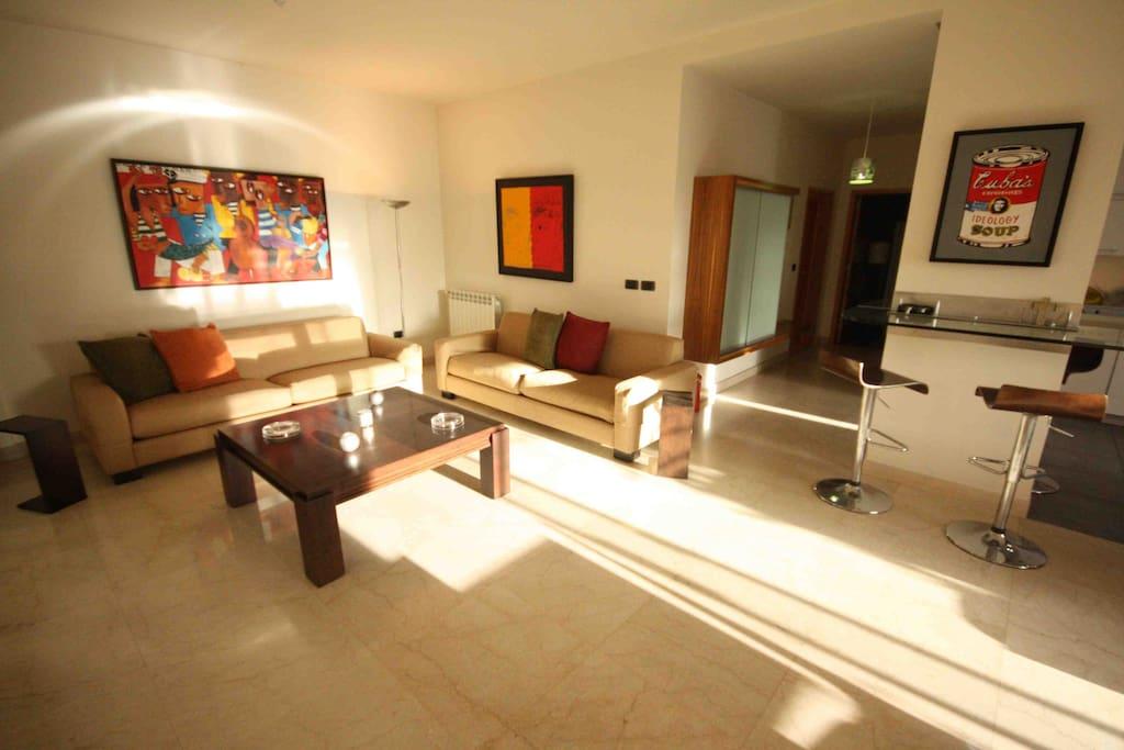 Sunny living room & bar
