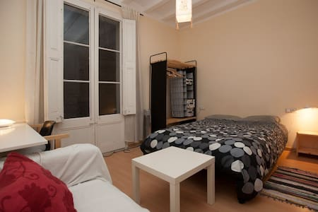 Charming Room+Balcony Top Location